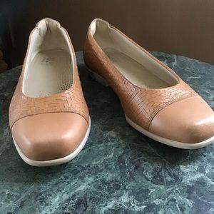 SAS camel leather slip on style 8W